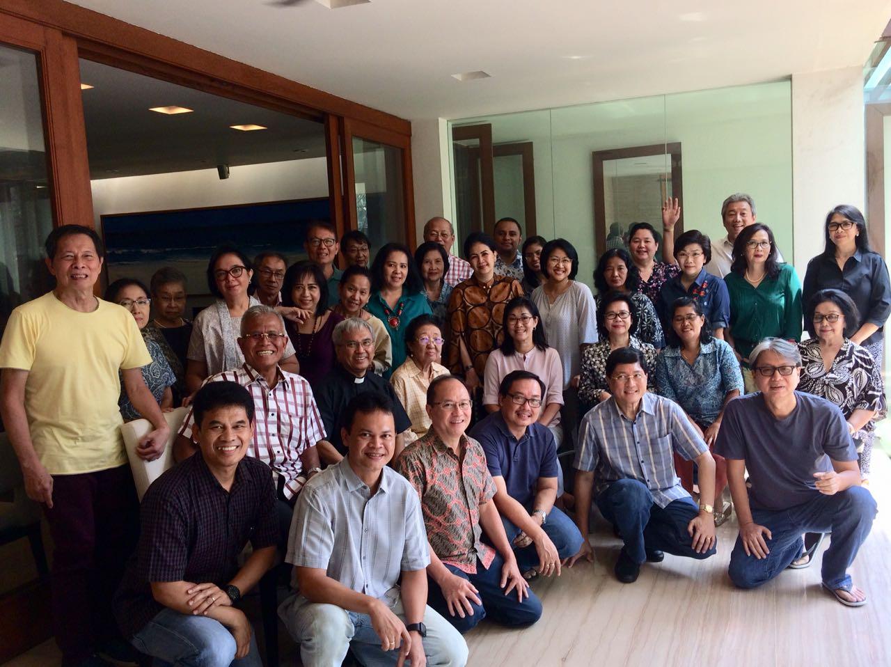 Kunjungan Pastor Thomas Suratno, SCJ ke Lingkungan Felisitas - (Ada 4 foto)