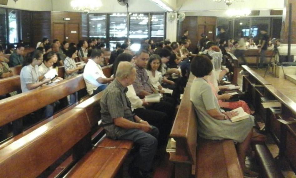 Ibadat Jalan Salib - (Ada 4 foto)